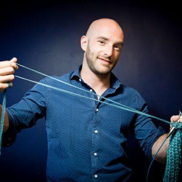 Плетенето-новата мода при мъжете